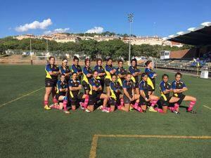 El equipo femenino del Club de Rugby Unión Castelldefels, contra el cáncer de mama