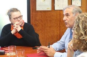 Kosinska junto al alcalde Llorca.