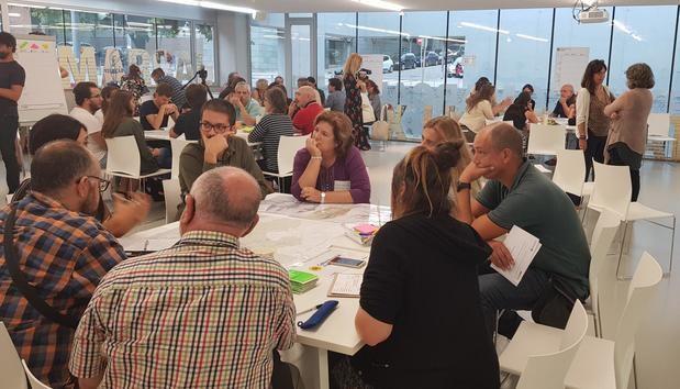 Vecinos del centro de la comarca en las mesas para debatir sobre las diferentes áreas temáticas del PDU metropolitano