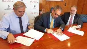 Firma del acuerdo para el soterramiento entre el consistorio y Almirall
