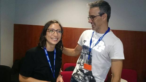 Sara, estudiante de Santiago de Compostela, es una de las participantes del Summer Camp; junto a ella, David Calle, conferenciante durante la jornada de hoy