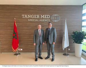 Pere Navarro, delegado especial del Estado en el CZFB, con Iham Khalil, presidente de Tanger Med.