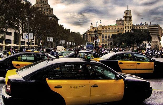 Los taxistas celebran esta tarde una asamblea para decidir si desconvocan la huelga