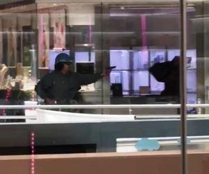 Captura del vídeo grabado en el momento del atraco a mano armada en Castelldefels.