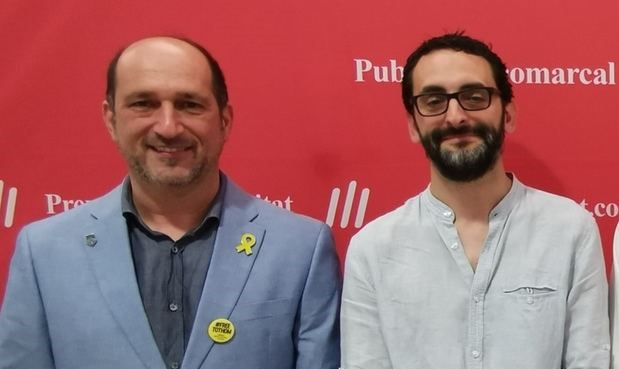 A la dreta Ignasi Llorente, de CAT-Torrelles, que ha estat escollit batlle amb els vots de la seva formació y d'Eduard Riera -esquerra- de Junts per Torrelles.