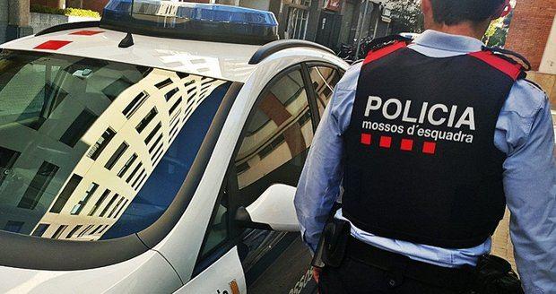 Detenidos tres jóvenes en L'Hospitalet por asaltar una nave de L'Hospitalet y ser hostiles con la policía