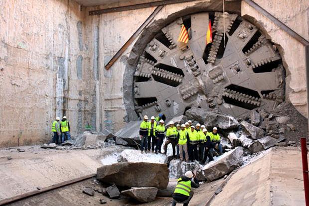 Durante la perforación del túnel para el nuevo acceso ferroviario.