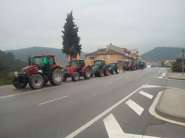16 tractors van sortir ahir des de Calaf per sumar-se a la ruta de les terres lleidatanes i Anoia i que avui dormiran a Molins