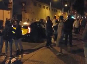 Los partidarios de la Constitución y el unionismo organizan sus primeras concentraciones y caceroladas en el Baix Llobregat y L'Hospitalet