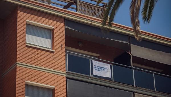 Nuevo récord de adhesiones al manifiesto contra la ampliación del aeropuerto Barcelona-El Prat: 50.000 personas y casi 900 entidades