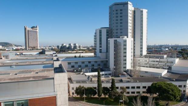 El Hospital de Bellvitge permite de nuevo la entrada de visitas restringidas a enfermos que no sufran el covid-19