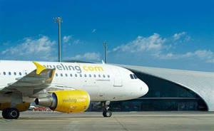 Un avión de Vueling aterriza de emergencia en el Aeropuerto de Barcelona poco después de despegar