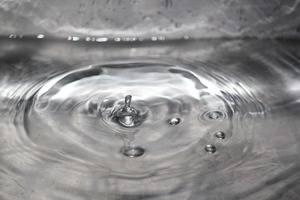 Los afectados por la contaminación del agua envasada vuelven al trabajo a la espera de qué medidas legales toman