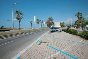 Castelldefels asume desde hoy el servicio de la zona verde y azul de la playa